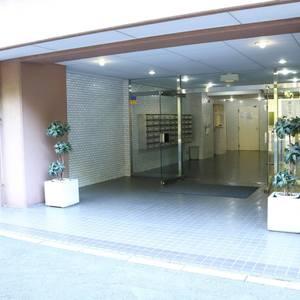 赤門ロイヤルハイツのマンションの入口・エントランス