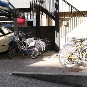 赤門ロイヤルハイツの駐輪場