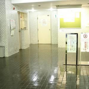 赤門ロイヤルハイツのエレベーターホール、エレベーター内