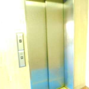 東建ニューハイツ市ヶ谷のエレベーターホール、エレベーター内