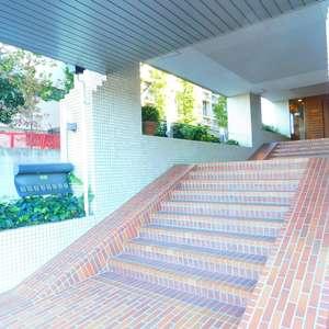 文京目白台ハイツのマンションの入口・エントランス