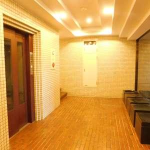 文京目白台ハイツのエレベーターホール、エレベーター内