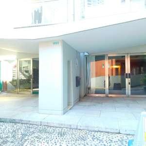 サードリハイツ本館のマンションの入口・エントランス