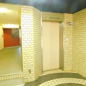 サングリア中目黒のエレベーターホール、エレベーター内