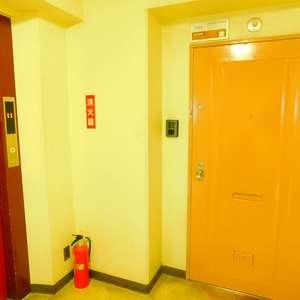 サングリア中目黒(11階,4880万円)のフロア廊下(エレベーター降りてからお部屋まで)