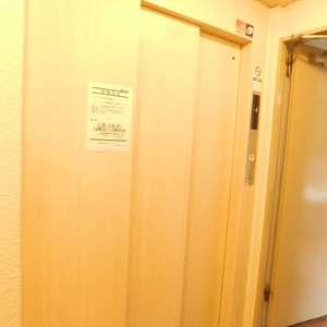 護国寺ロイアルハイツのエレベーターホール、エレベーター内