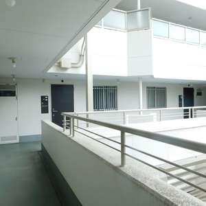 護国寺ロイアルハイツ(2階,)のフロア廊下(エレベーター降りてからお部屋まで)