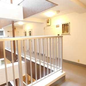 中落合東豊エステート(7階,)のフロア廊下(エレベーター降りてからお部屋まで)