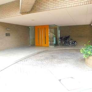 落合シティタワーのマンションの入口・エントランス