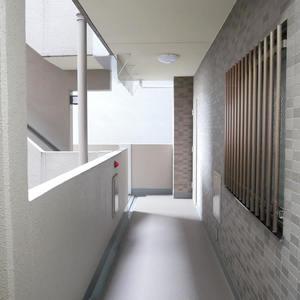ダイアパレス元浅草ブライトスクエア(7階,4580万円)のフロア廊下(エレベーター降りてからお部屋まで)