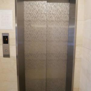 ファミール浅草シティウエストのエレベーターホール、エレベーター内