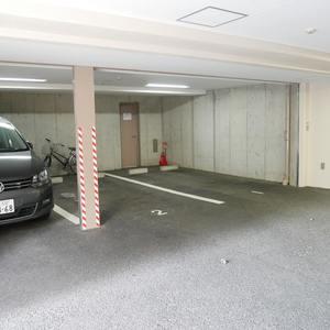 ファミール浅草シティウエストの駐車場
