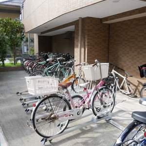 ファミール浅草シティウエストの駐輪場