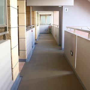 清澄公園ガーデンハウス(4階,5999万円)のフロア廊下(エレベーター降りてからお部屋まで)