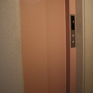 中銀日本橋浜町マンシオン(2階,5480万円)のフロア廊下(エレベーター降りてからお部屋まで)