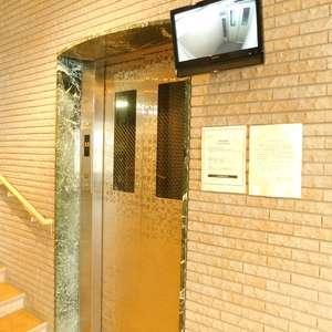 ルイシャトレ早稲田のエレベーターホール、エレベーター内