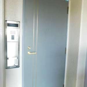 ルイシャトレ早稲田(13階,)のフロア廊下(エレベーター降りてからお部屋まで)