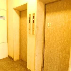 中目黒マンションのエレベーターホール、エレベーター内