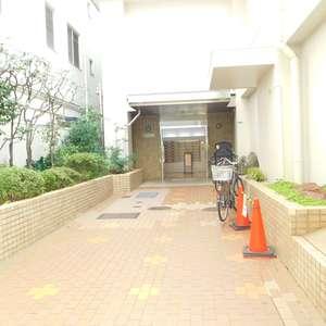 中目黒ハイツのマンションの入口・エントランス