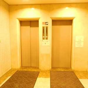 中目黒ハイツのエレベーターホール、エレベーター内