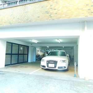 第8宮庭マンションの駐車場