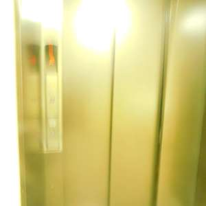 パシフィック哲学堂マンションのエレベーターホール、エレベーター内