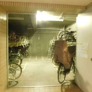 コートアドヴァンスの駐輪場
