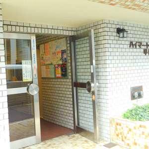 ハイマート早稲田のマンションの入口・エントランス