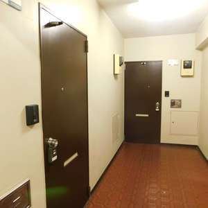 ハイマート早稲田(6階,)のフロア廊下(エレベーター降りてからお部屋まで)