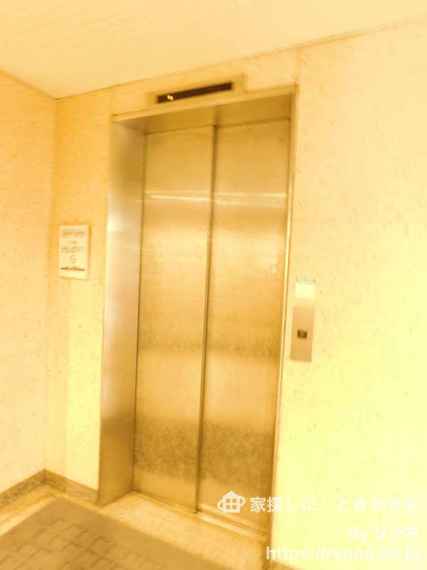 牛込台マンションのエレベーターホール、エレベーター内1枚目