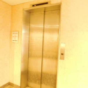 牛込台マンションのエレベーターホール、エレベーター内
