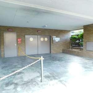 ライオンズガーデン駒込の駐車場