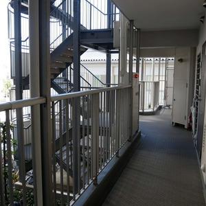 亀戸天神リリエンハイム(2階,)のフロア廊下(エレベーター降りてからお部屋まで)