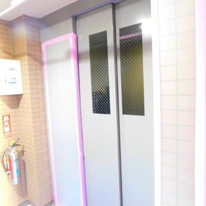 マイキャッスル小石川のエレベーターホール、エレベーター内