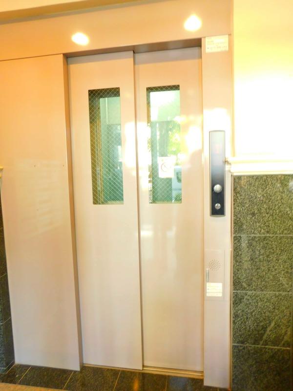 パークサイド小石川植物園のエレベーターホール、エレベーター内1枚目