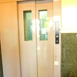パークサイド小石川植物園のエレベーターホール、エレベーター内