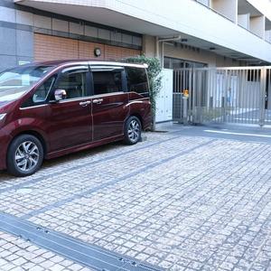 サンパレス駒込壱番館の駐車場