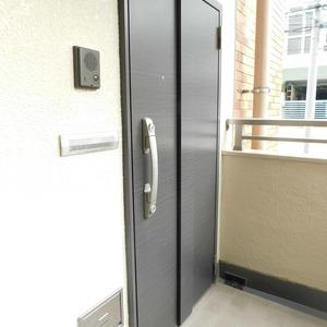 信濃町ハイム(4階,4680万円)のフロア廊下(エレベーター降りてからお部屋まで)