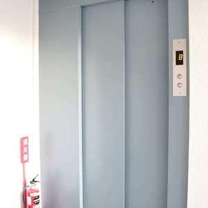 朝日動坂マンション(8階,6997万円)のフロア廊下(エレベーター降りてからお部屋まで)