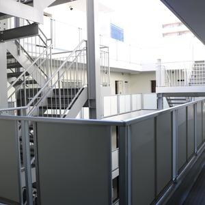 朝日動坂マンション(8階,)のフロア廊下(エレベーター降りてからお部屋まで)