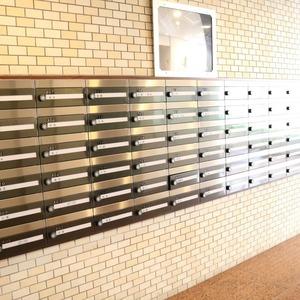 朝日動坂マンションのエレベーターホール、エレベーター内