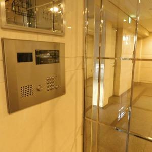 クレッセント目黒3のマンションの入口・エントランス