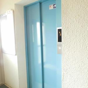 ファミール久堅のエレベーターホール、エレベーター内