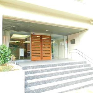 ファミール久堅のマンションの入口・エントランス