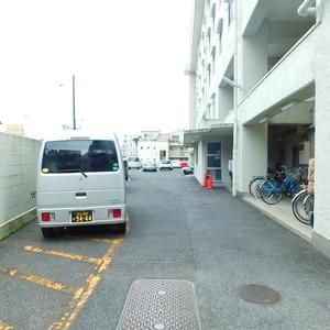ファミール久堅の駐車場