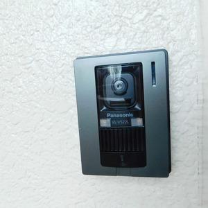 サニークレスト六義園(3階,4990万円)のフロア廊下(エレベーター降りてからお部屋まで)