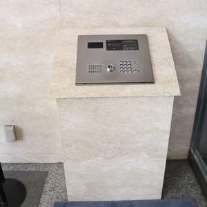 シティハイツ本郷のエレベーターホール、エレベーター内