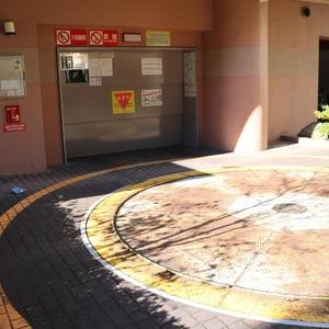 藤和シティホームズ本郷の駐車場