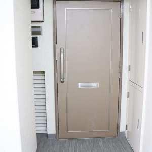 日商岩井本郷マンション(4階,4290万円)のフロア廊下(エレベーター降りてからお部屋まで)