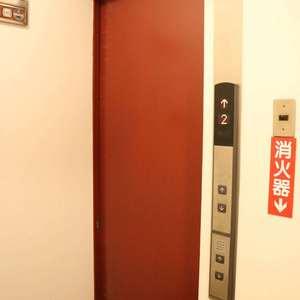 湯島ハイタウン(7階,)のフロア廊下(エレベーター降りてからお部屋まで)